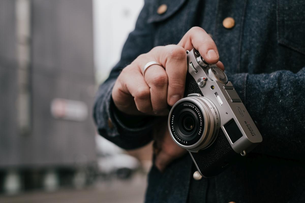 Die neue Premium-Kompaktkamera FUJIFILM X100V ist da!