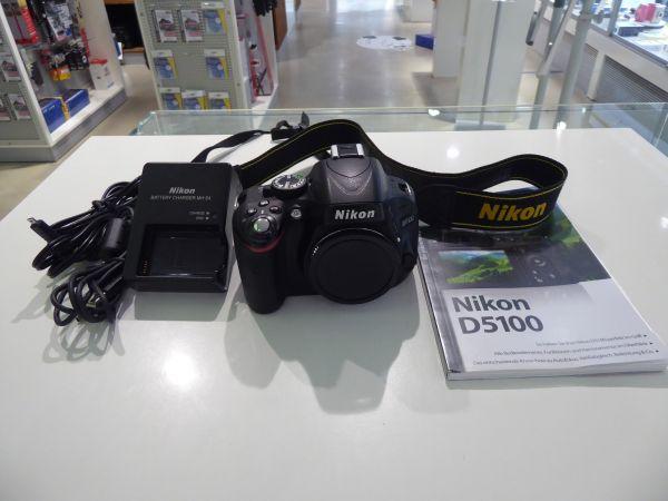 Nikon D 5100 Body inklusive einem kompakten Buch zur Kamera